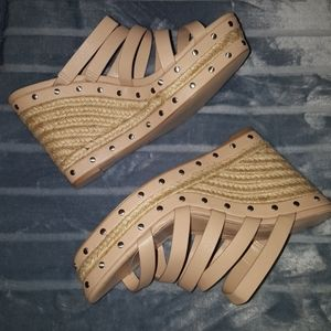 CHARLES BY CHARLES DAVID STRAPPY LEATHER SANDALS!